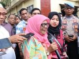 Di Mapolda Banten, Ibu Ini Menangis Mobilnya yang Hilang Bisa Kembali