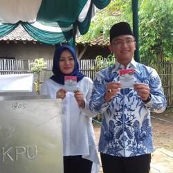 Ditemani Mantan Pacar, Andika Nyoblos di TPS 14 Cipocok Jaya