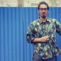 Musisi Asal Jepang Ini Gemar Pakai Baju Batik