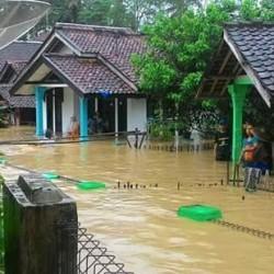 11 Kecamatan di Lebak Terendam Banjir, Satu Warga Meninggal