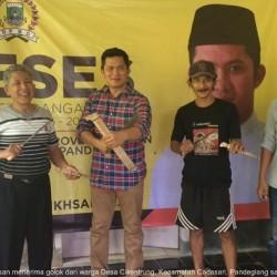Gelar Reses, Anggota DPRD Banten Fraksi Golkar Dihadiahi Golok