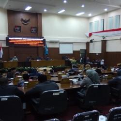 Meski Molor Satu Jam, Rapat Paripurna di DPRD Pandeglang Tetap Terlaksana