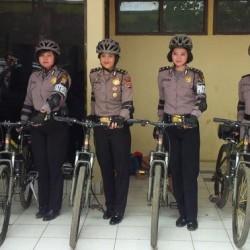 Humanis, Polwan Polda Banten Patroli Gunakan Sepeda