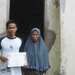 Tomi Anak Peserta PKH Juara III Electrical Installation LKS-SMK Tingkat Provinsi