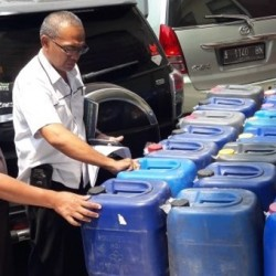 Ops Cipkon, Ratusan Botol Miras dan Jerigen Disita