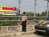 Cegah Lempar Batu di Jalan Tol Terulang, Polisi Pasang spanduk