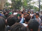 Aksi Heroik Kapolres Serang Kota Redam Demo Ricuh HMI