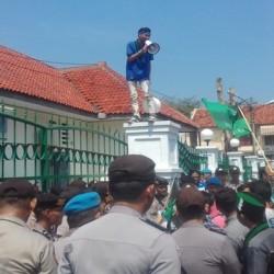 Kritisi Jokowi-JK, Puluhan Mahasiswa Geruduk DPRD Lebak