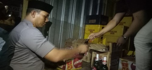 Polres Serang Kota Sita 3500 Lebih Botol Miras