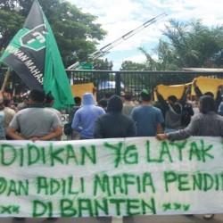 Demo HMI Desak Usut Dugaan Keterlibatan WH Korupsi di Dindikbud Banten