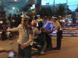 Pemotor Kaget Dikira Ditilang, Ternyata Diajak Berbuka Puasa