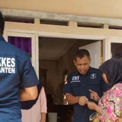Biddokkes Polda Banten Layani Korban Gempa di Mandalawangi