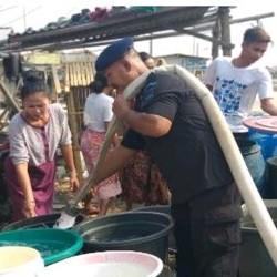 Gunakan Water Canon Salurkan Bantuan Air Bersih di Pontang