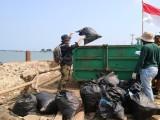 Relawan Lakukan Gerakan Bersih-bersih di Labuan