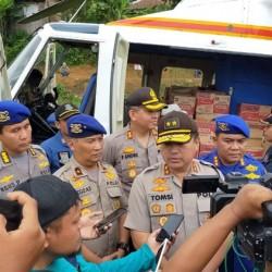 Kapolda Banten Kirim Logistik ke Daerah Terisolir dengan Helikopter