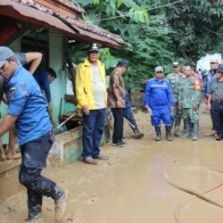 Tinjau Lokasi Banjir, Wabup Pandji Fokus Penyelamatan Korban Jiwa
