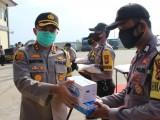 Kapolres Serang Serahkan Bantuan Sembako dan APD