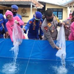 Dukung Ketahanan Pangan, Polda Banten  PT. IP  Budidaya Ikan