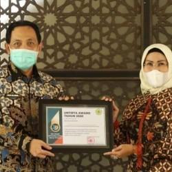 Ratu Tatu Raih Untirta Award