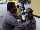 Cegah Penyebaran Covid-19, Polda Banten Bagikan Ratusan Masker di Panti Asuhan Baiturahman