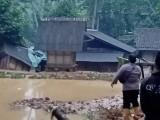 Hujan Deras Akibatkan Tebing Longsor dan Rendam Rumah Warga