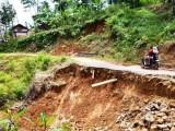 Akibat Longsor Jalan Desa di Lebak Terputus, Aktivitas Warga Terganggu