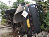 Rem Blong, Mobil Tronton Bermuatan Limbah Terguling