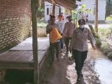 Kunjungi Nurlela,  Kasatbinmas Polres Serang Do'akan Sembuh dari Penyakit