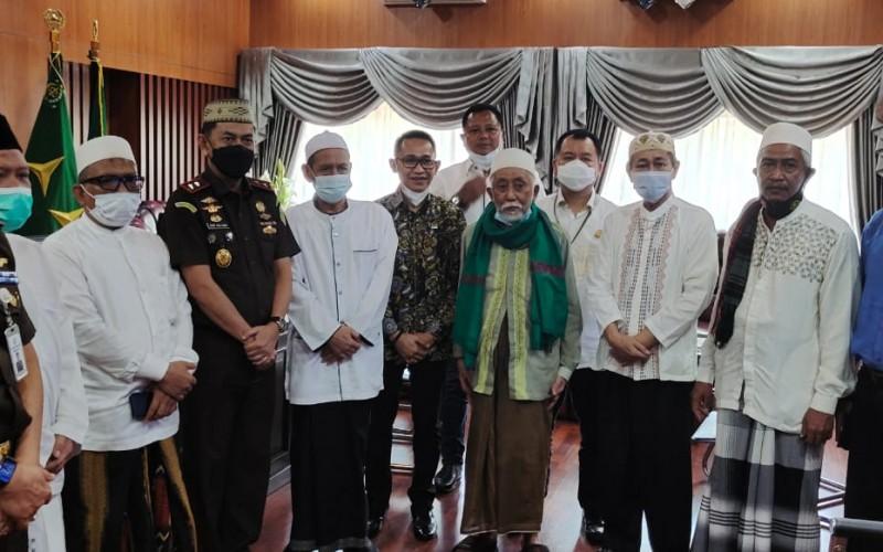 Dukung Bongkar Korupsi Hibah Ponpes, Ulama Banten Datangi Kejati